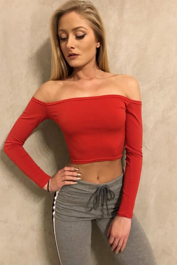 czerwona bluzka z odkrytymi ramionami długi rękaw 1.4 (Copy)