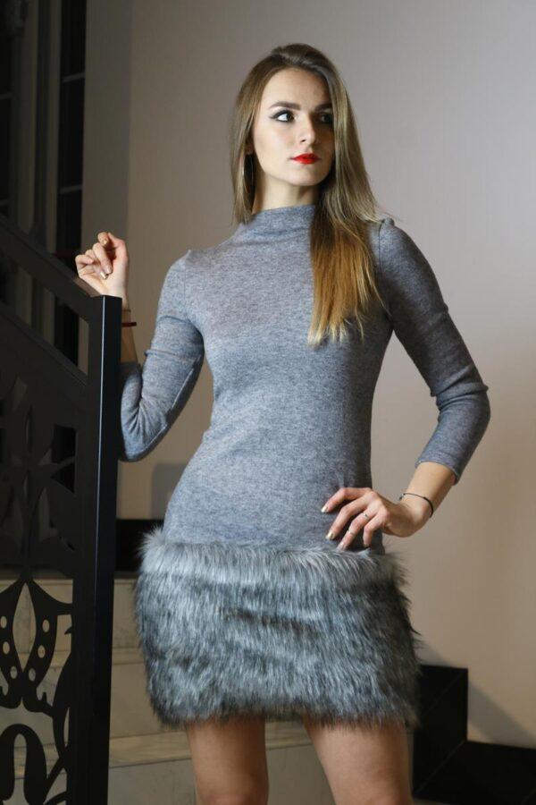 dzianinowa sukienka szara futro 2
