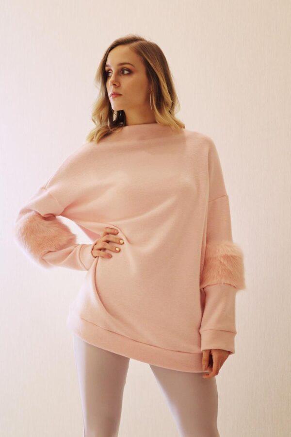 jasnoróżowy sweter z futerkiem 1.2