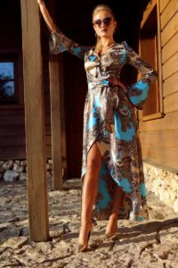 elegancka satynowa sukienka kopertowa 1.2