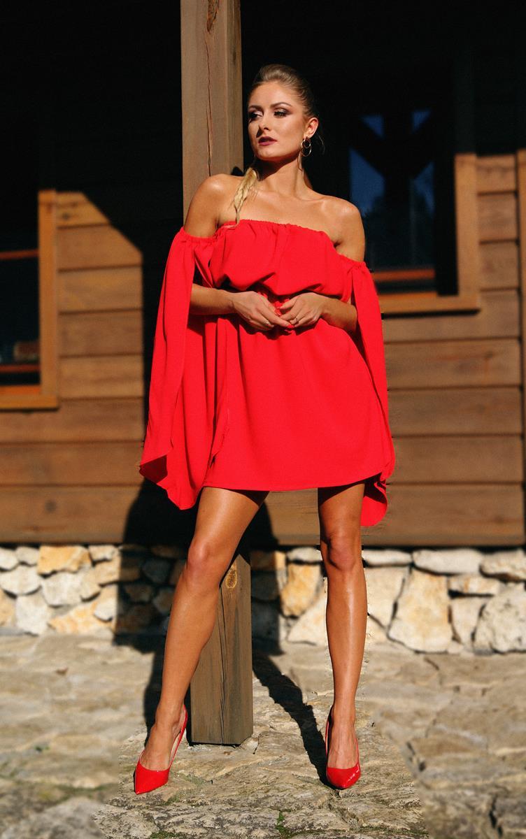 Elegancka sukienka z pękniętymi rękawami czerwony